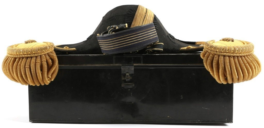 WWI US NAVY Lt COMMANDER HAT AND EPAULETS SET
