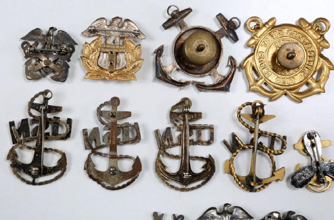 WWII US NAVY & COAST GUARD INSIGNIA MIXED LOT - 6