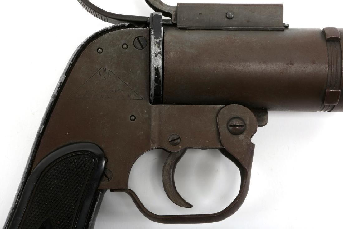 US WWII M8 40mm SIGNAL PISTOL - 2