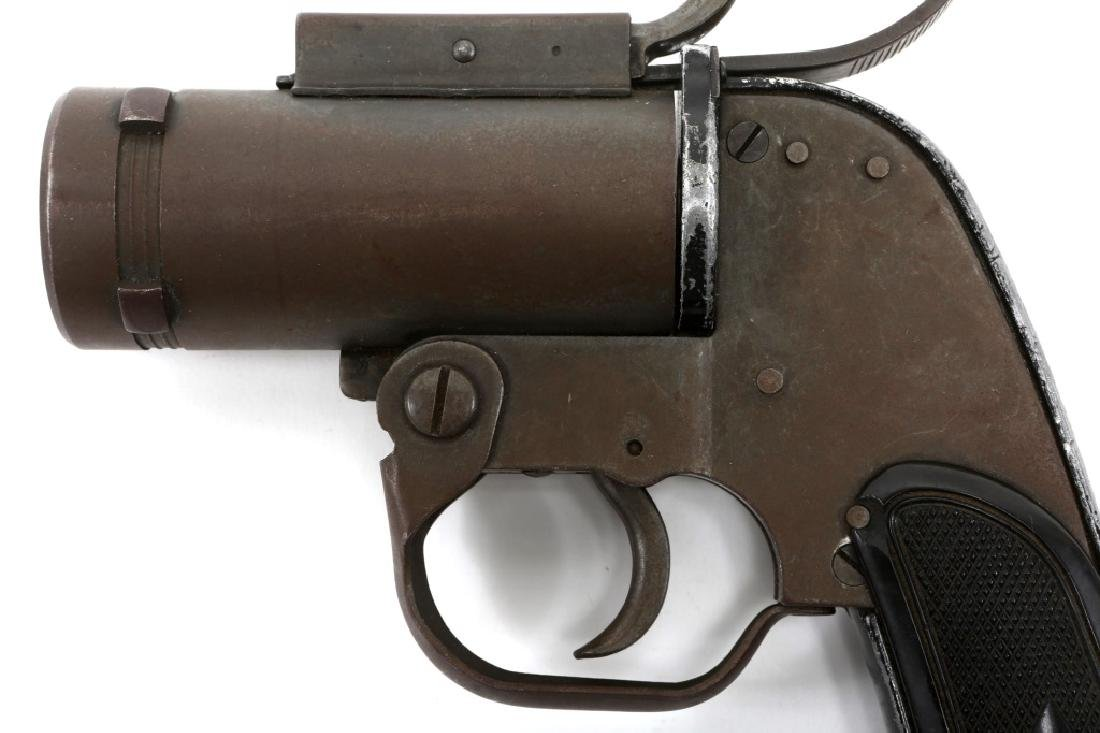 US WWII M8 40mm SIGNAL PISTOL - 4