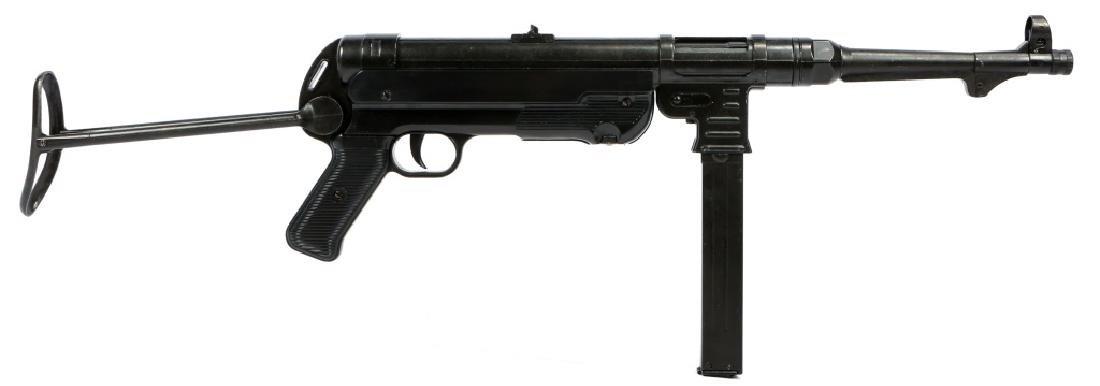 DISPLAY WWII GERMAN MP40 SUBMACHINE GUN