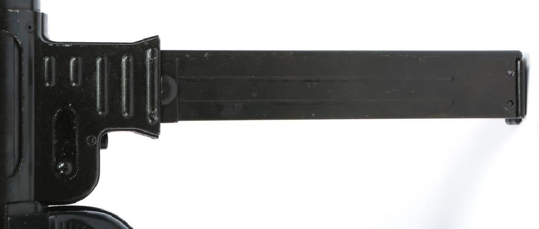 DISPLAY WWII GERMAN MP40 SUBMACHINE GUN - 5