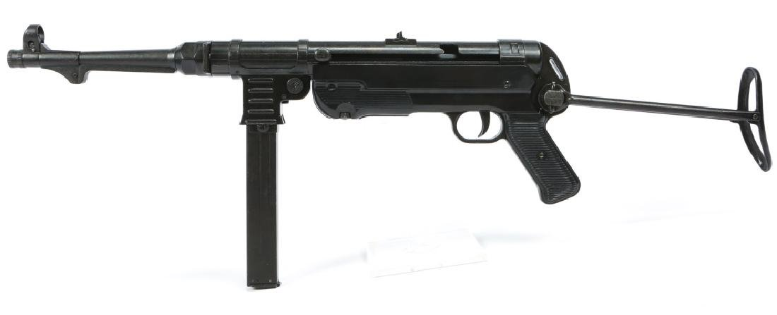 DISPLAY WWII GERMAN MP40 SUBMACHINE GUN - 6