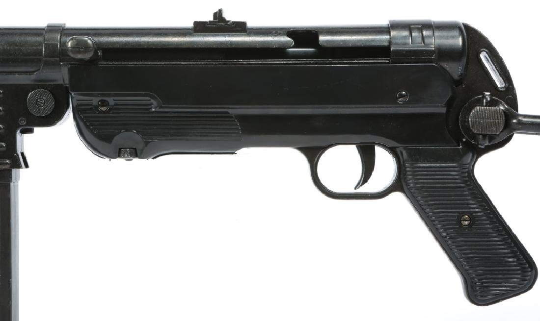 DISPLAY WWII GERMAN MP40 SUBMACHINE GUN - 8