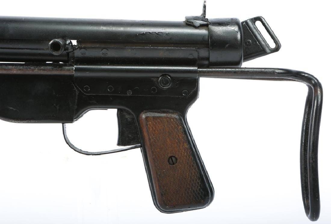 DISPLAY WWII FBP M48 & STEN MKII SMG - 8