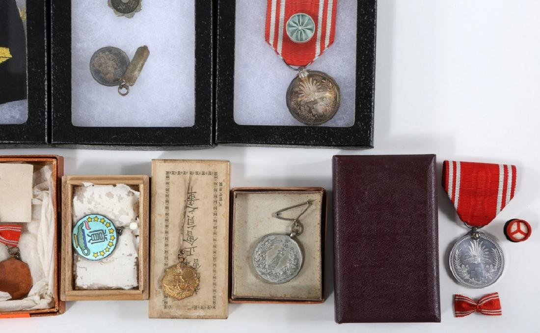 WWII JAPANESE ARMY MEDALS & PINS LARGE LOT - 8