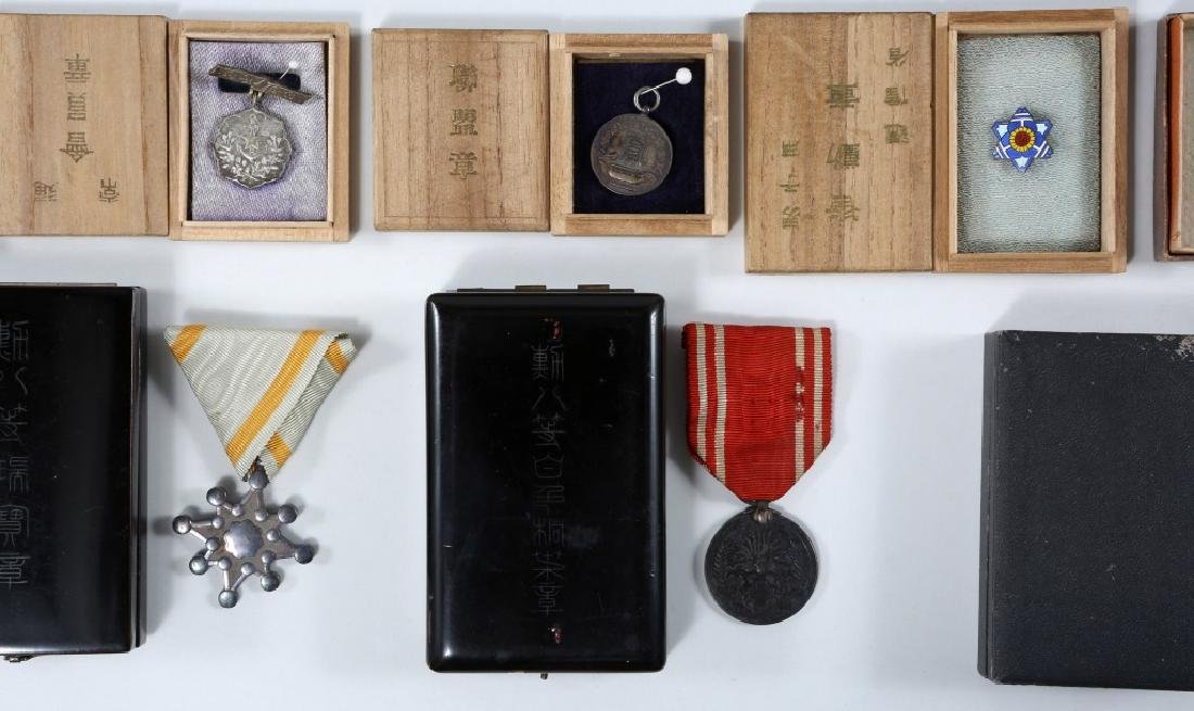 WWII JAPANESE ARMY MEDALS & PINS LARGE LOT - 9