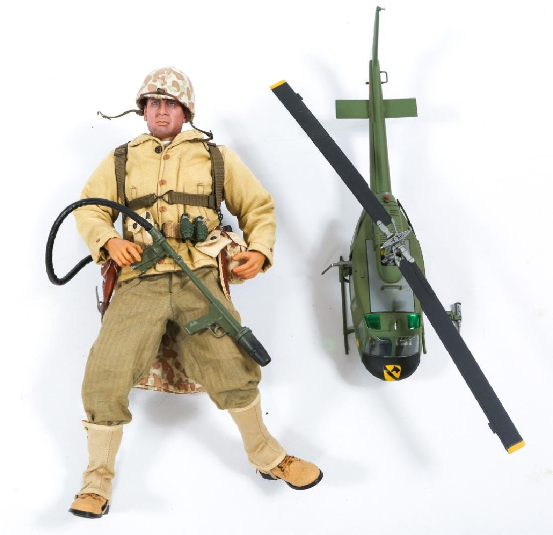 COLLECTIBLE US MILITARY FIGURE & MODEL LOT OF 4 - 3