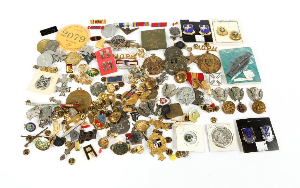 WWII - VIETNAM WAR US ARMED FORCES INSIGNIA LOT