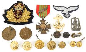 WWII WORLD MILITARY INSIGNIA MEDAL & BUTTON LOT