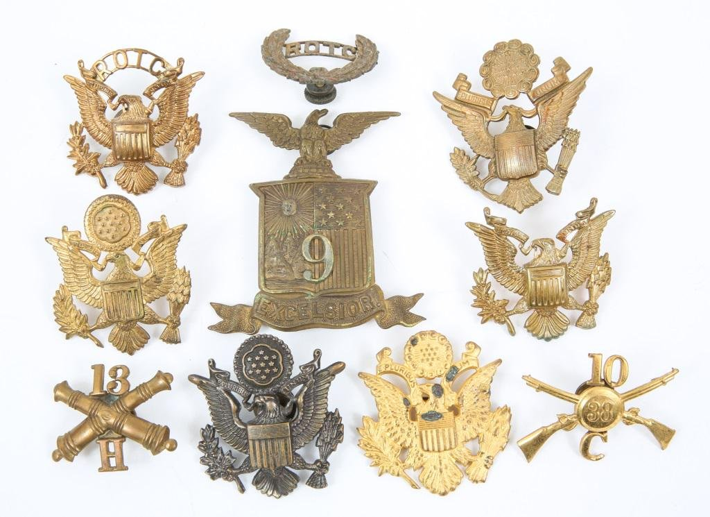 WWI - WWII US ARMY OFFICER EAGLE INSIGNIA & COLLAR