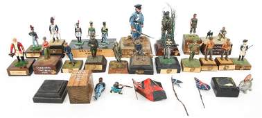 MILITARY TOY SOLDIER MODELS LOT USMC