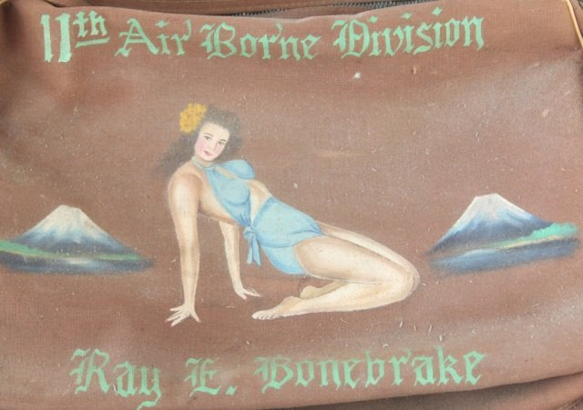 HANDPAINTED WWII 11TH AIRBORNE DIVISION FLIGHT BAG - 4