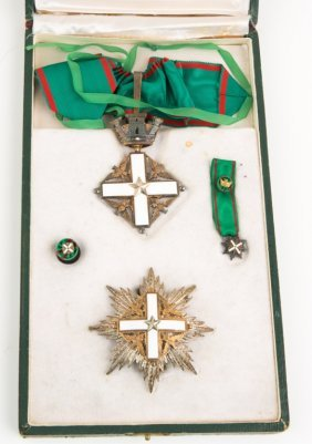 Italian Order Of Merit Cased Badge Set
