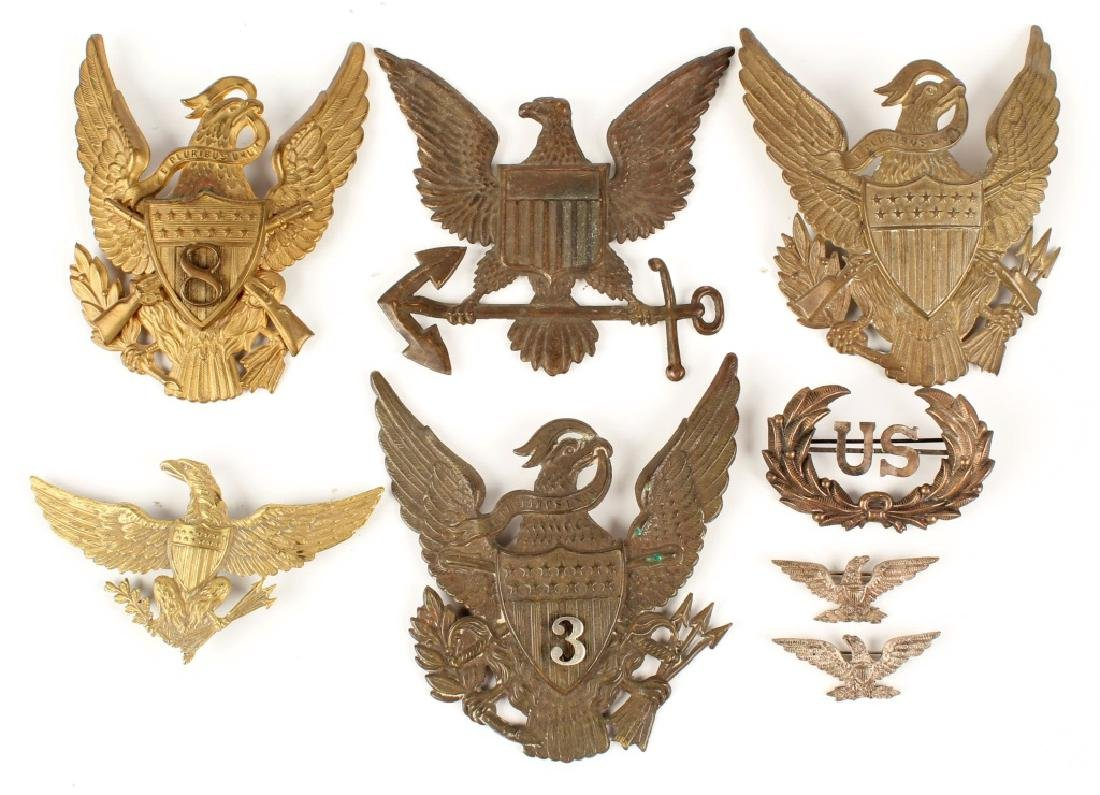US CAP BADGE AND PLATE LOT