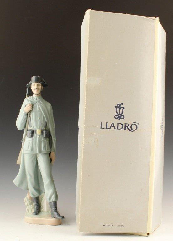 LLADRO SPANISH POLICEMAN 4889 - 4