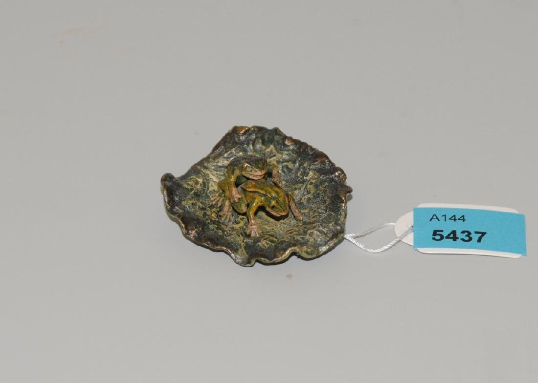 Figurengruppe: Froschpärchen auf Blatt Wiener Bronze,