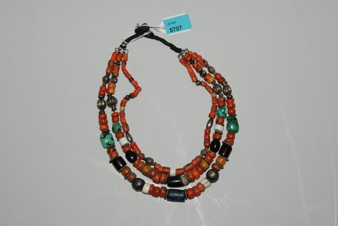 Halskette Tibet. Dreireihige Kette mehrheitlich