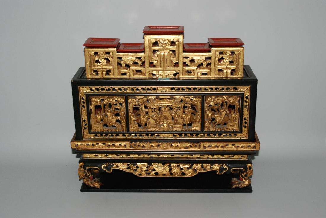 Altarständer Qing-Dynastie. Holz, lackiert und