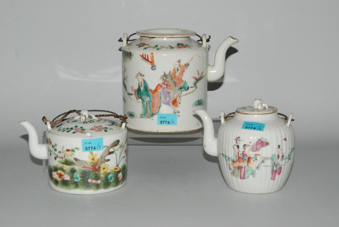 Lot: 3 Teekannen China, späte Qing-Dynastie. Porzellan.