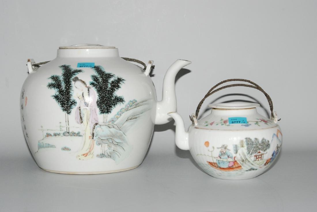 Lot: 2 Teekannen China, um 1900. Porzellan. Grosse