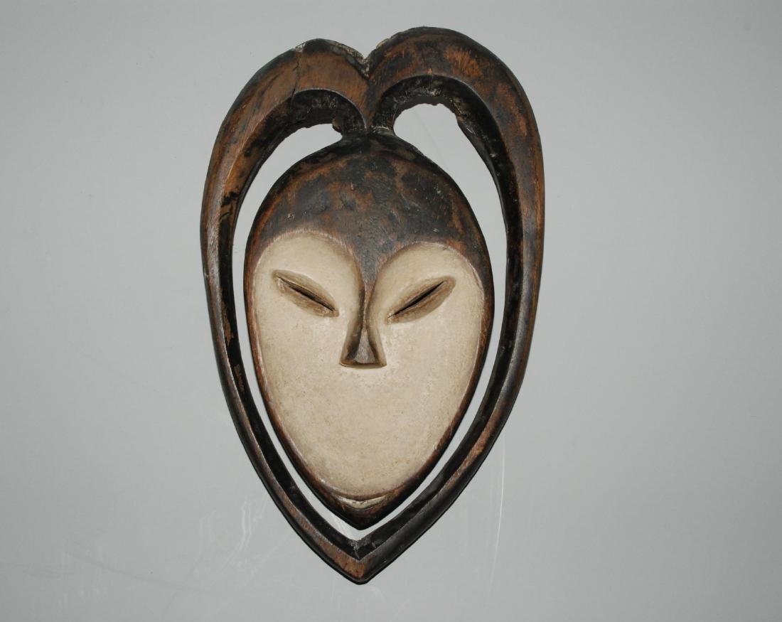 Maske Im Stil der Kwele, Gabun. Holz, schwarz und weiss