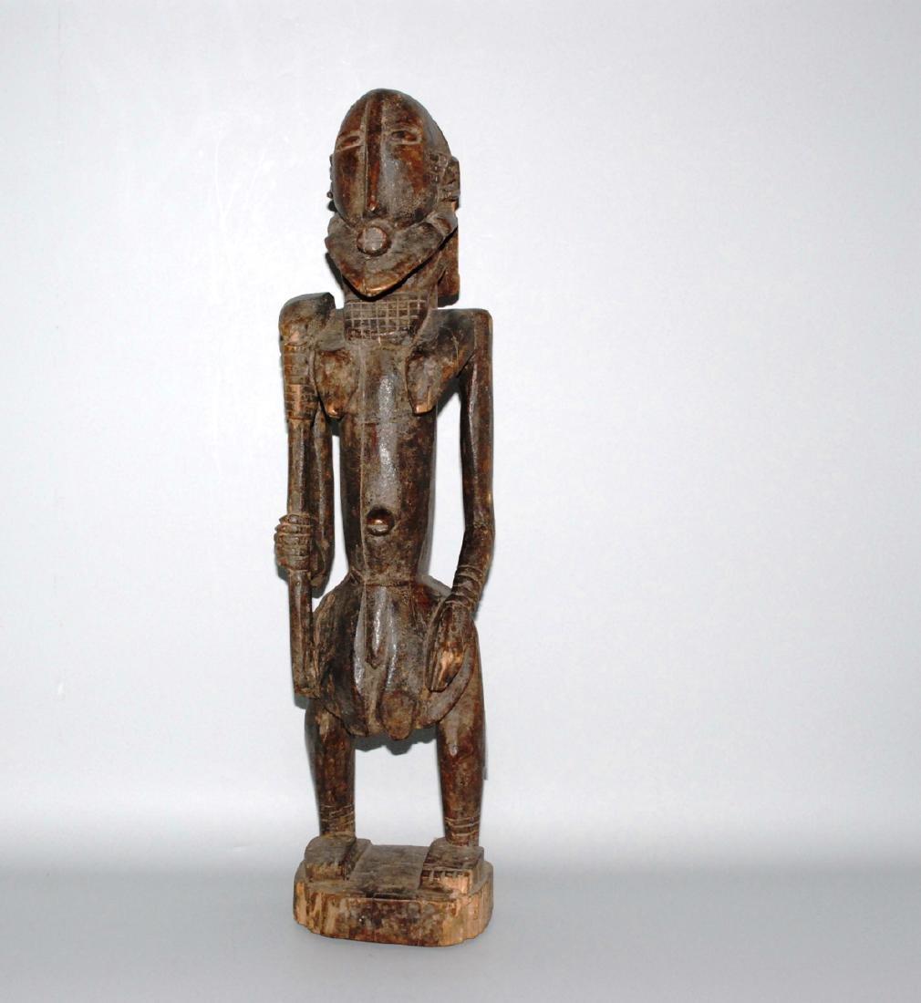 Stehende Figur Im Stil der Dogon, Mali. Holz, dunkel