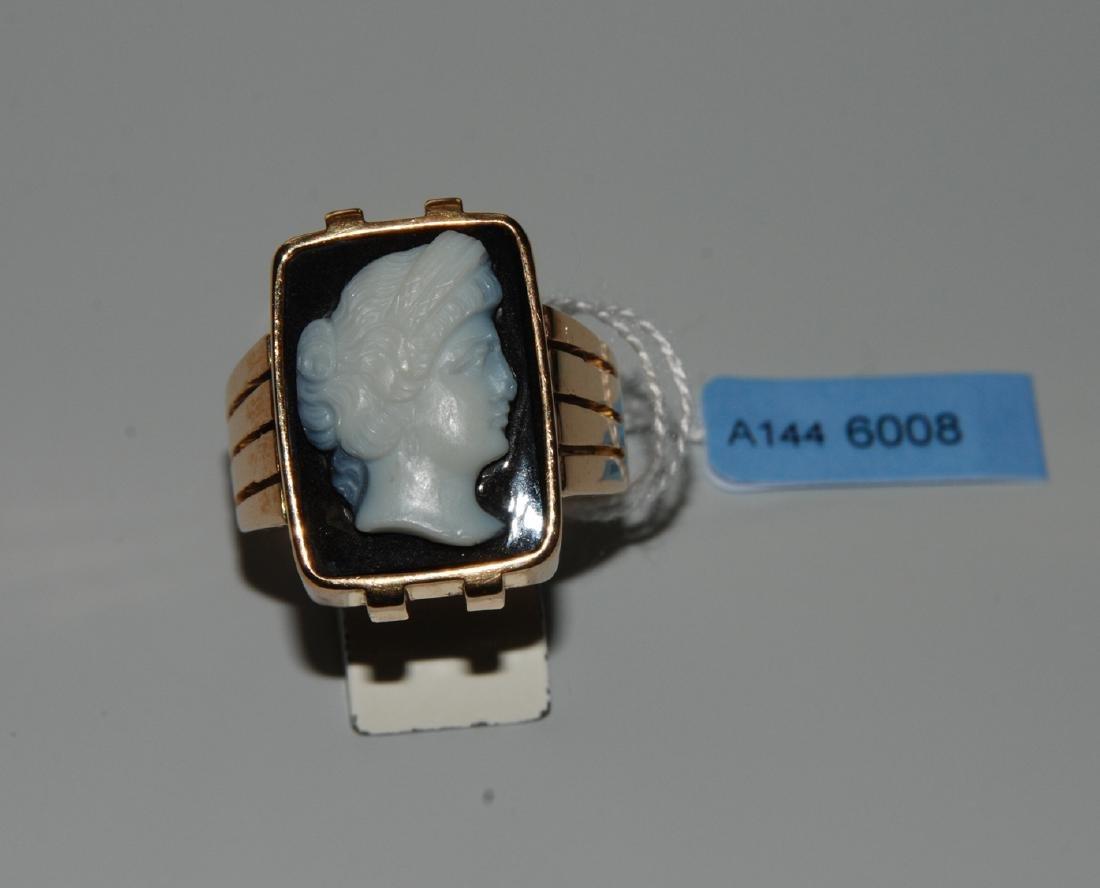 Kamee-Ring 750 Roségold. Herrenring mit 1 Achat-Kamee.
