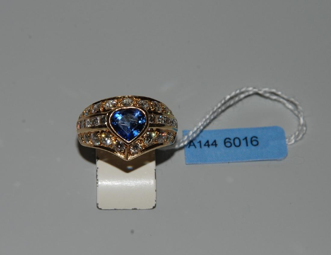 Saphir-Diamant-Ring 750 Gelbgold. 1 Saphir-Tropfen