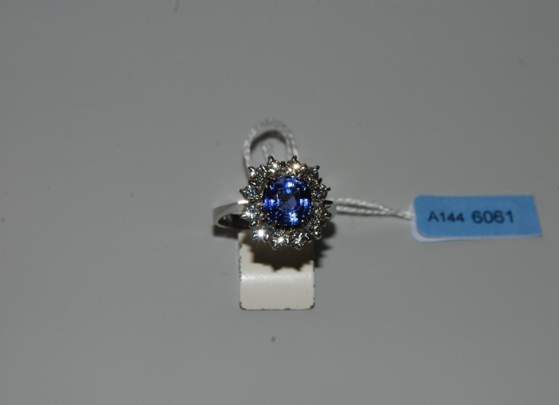 Saphir-Brillant-Ring 750 Weissgold. 1 Saphir-Cusion ca.