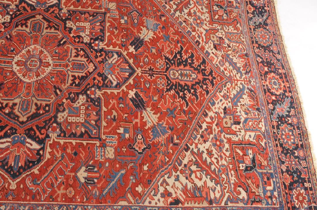 *Heriz NW-Iran, um 1940. Im roten Mittelfeld liegt ein - 8