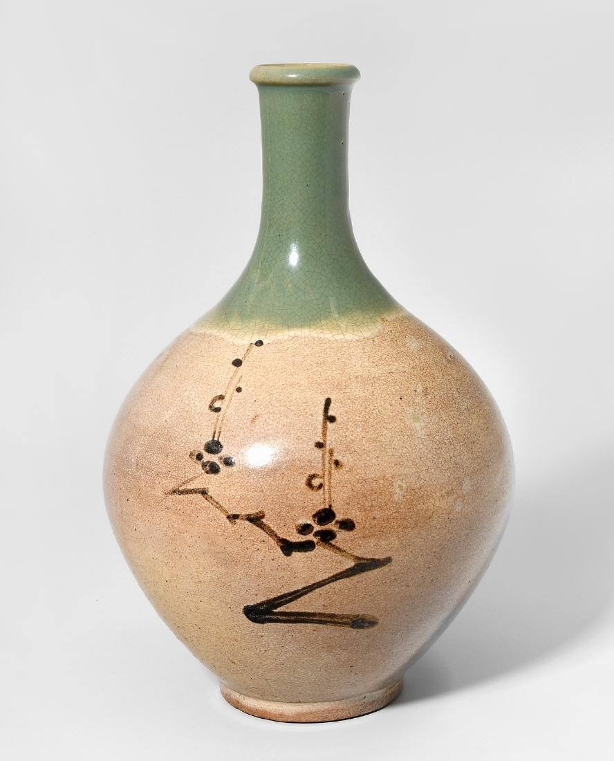 Flaschenvase Japan, 20.Jh. Heller Scherben. In der Art