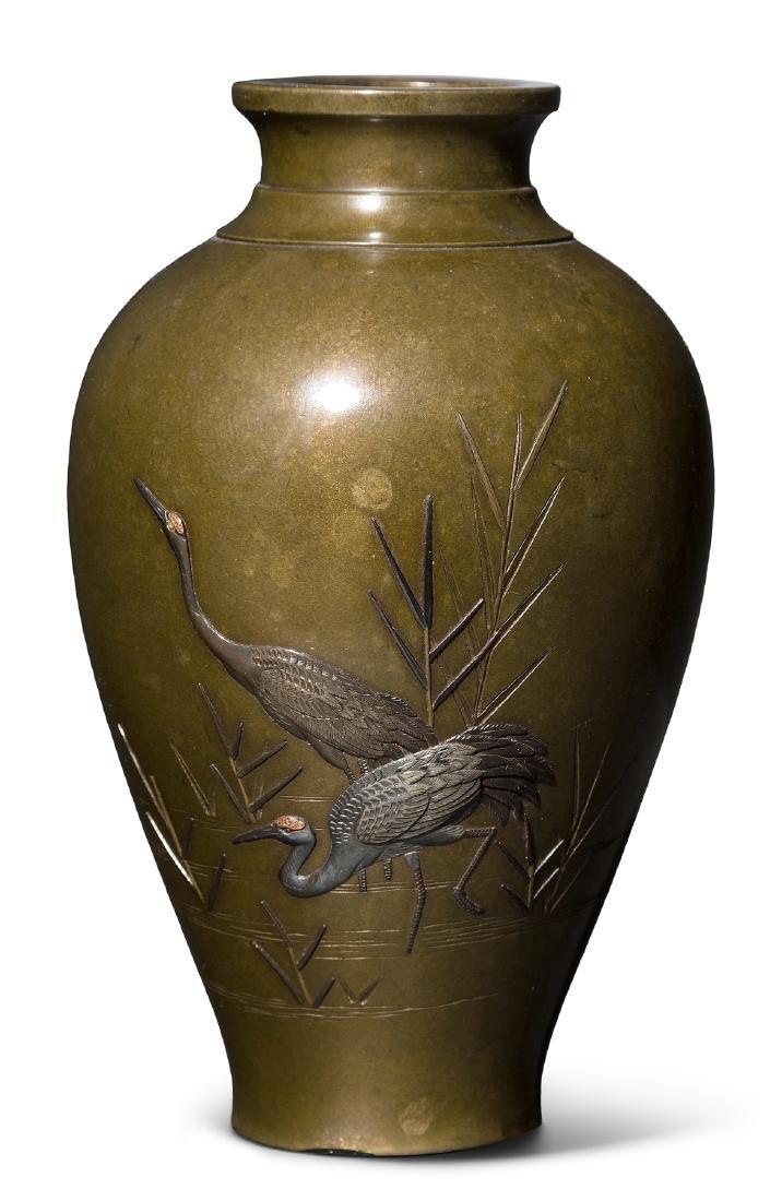 Kleine Vase Japan, Meiji-Zeit. Bronze. Mit Fabrikmarke.