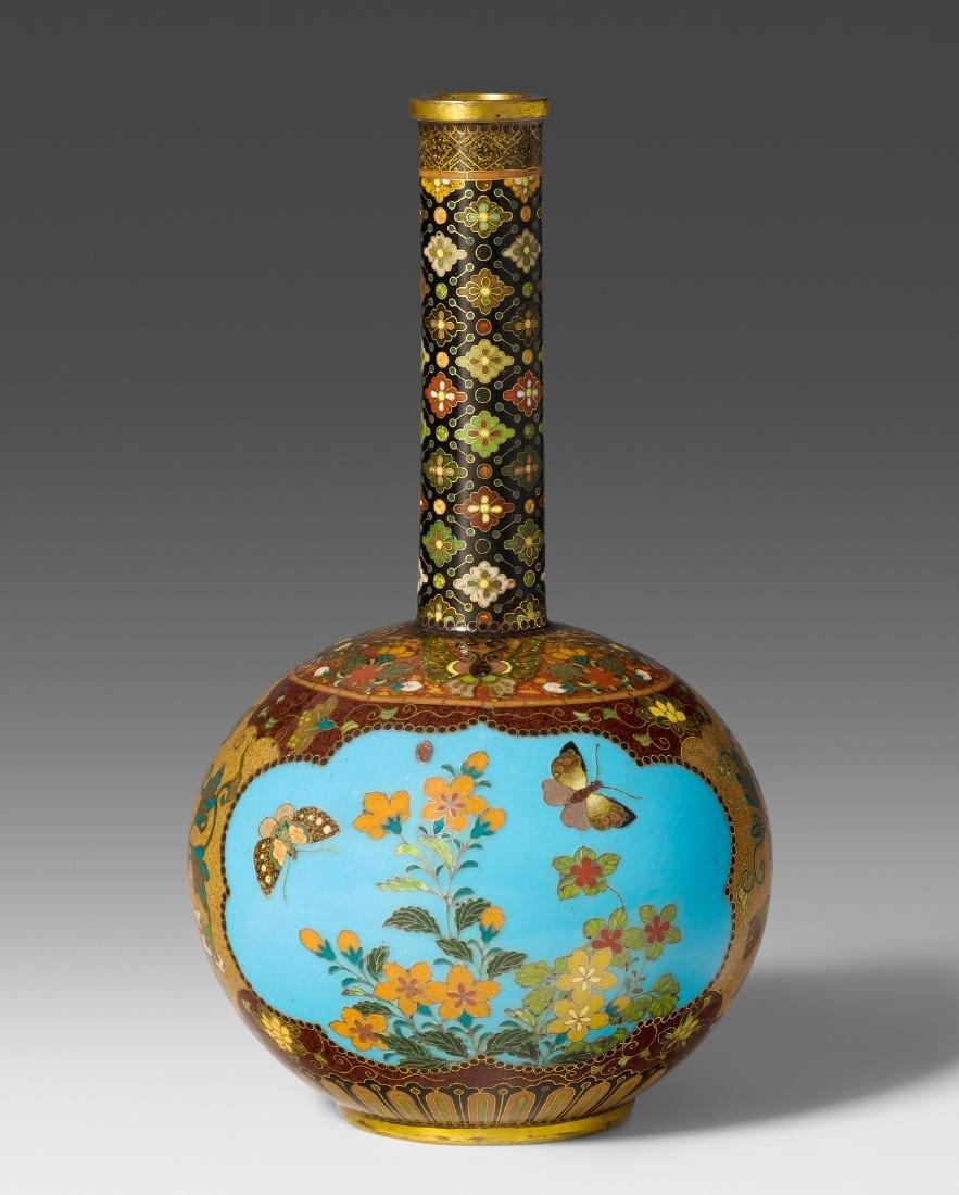 Kleine Vase Japan, Meiji-Zeit. Email cloisonné.