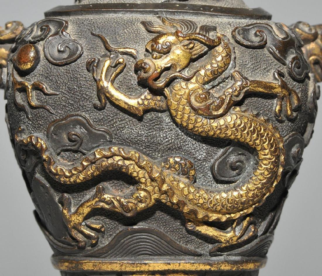 Kleine Henkelvase China, Qing-Dynastie. Bronze, - 8
