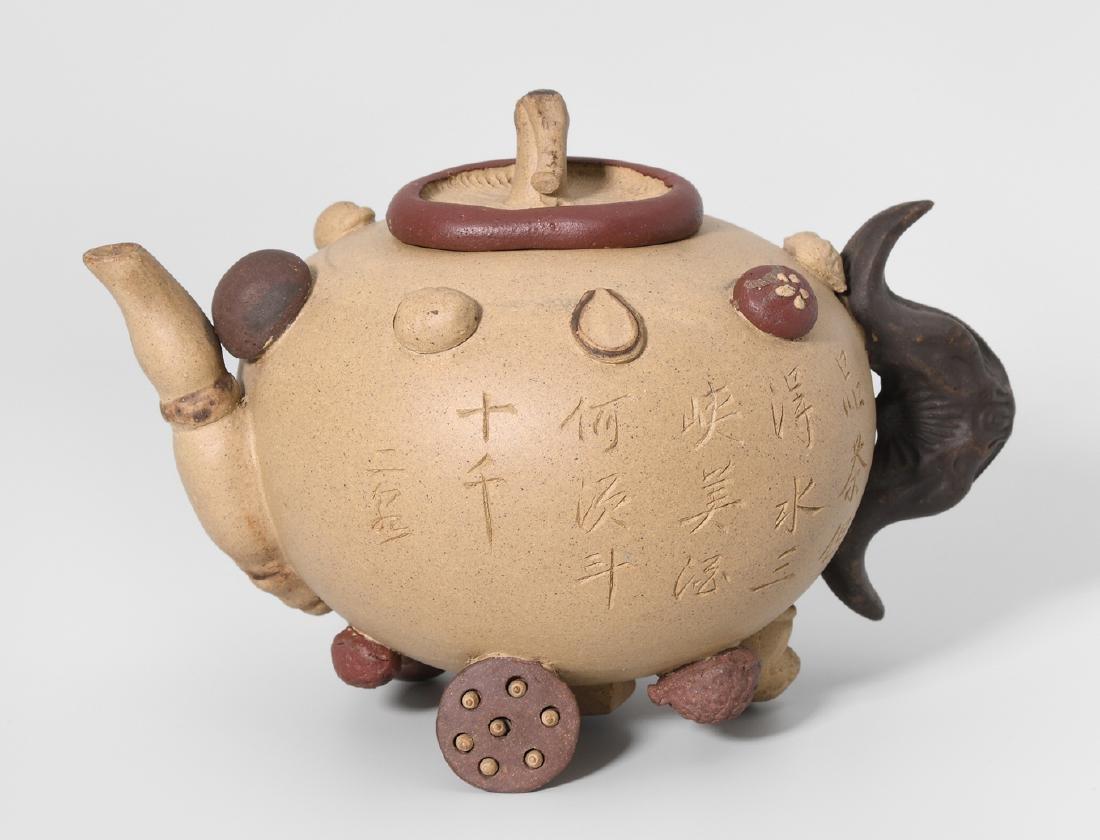 Teekanne China, 20.Jh. Yixing-Keramik. Gedrückt