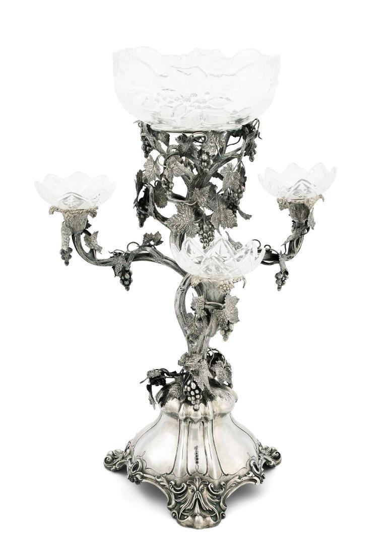 Grosser Tafelaufsatz, London 1861. Silber/Kristallglas.