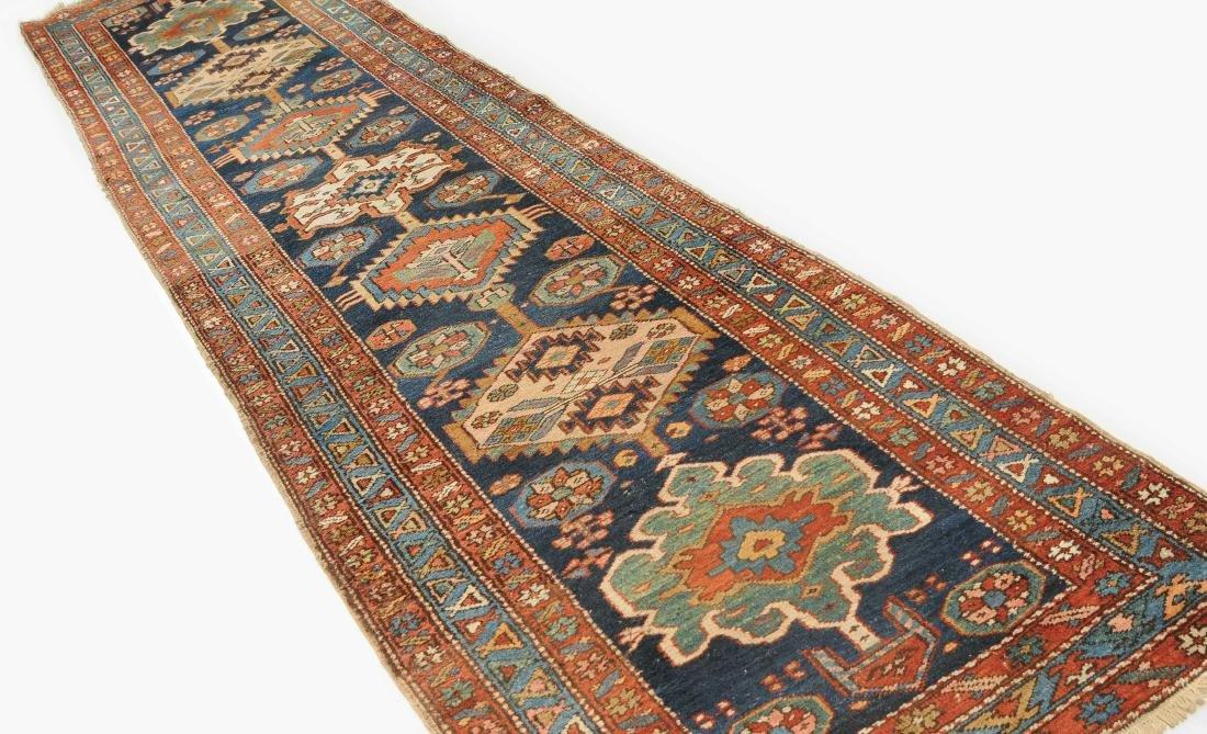 Heriz NW-Persien, um 1900. Im nachtblauen Mittelfeld