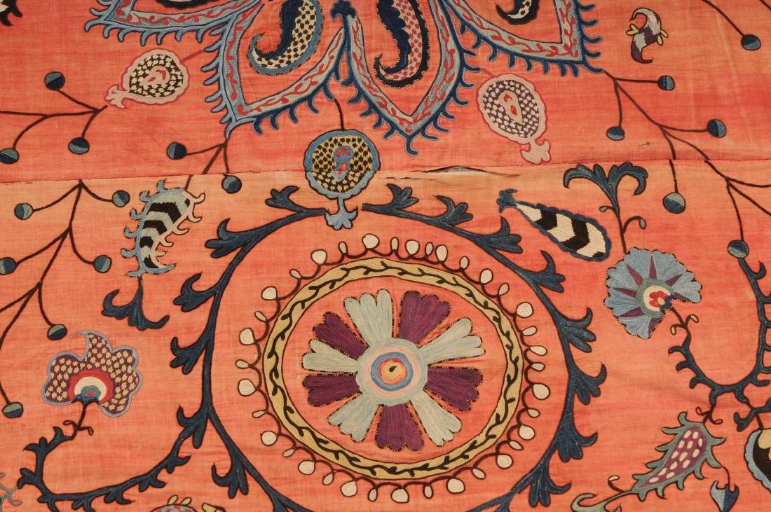 Suzani Usbekistan, um 1900. Nadelarbeit auf 3 Bahnen. - 4