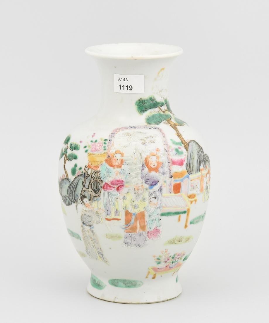 Vase China, 20.Jh. Porzellan. Balusterform. Polychrome