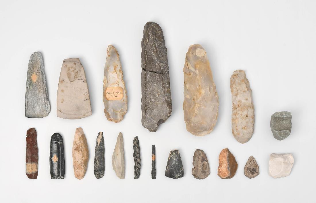 Konvolut von 19 prähistorischen Steinwerkzeugen