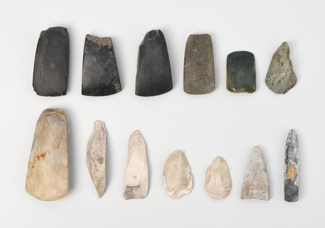 Konvolut von 13 prähistorischen Steinwerkzeugen
