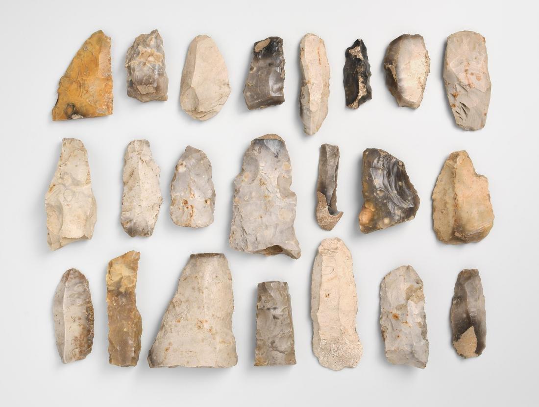 Konvolut von 22 prähistorischen Steinwerkzeugen