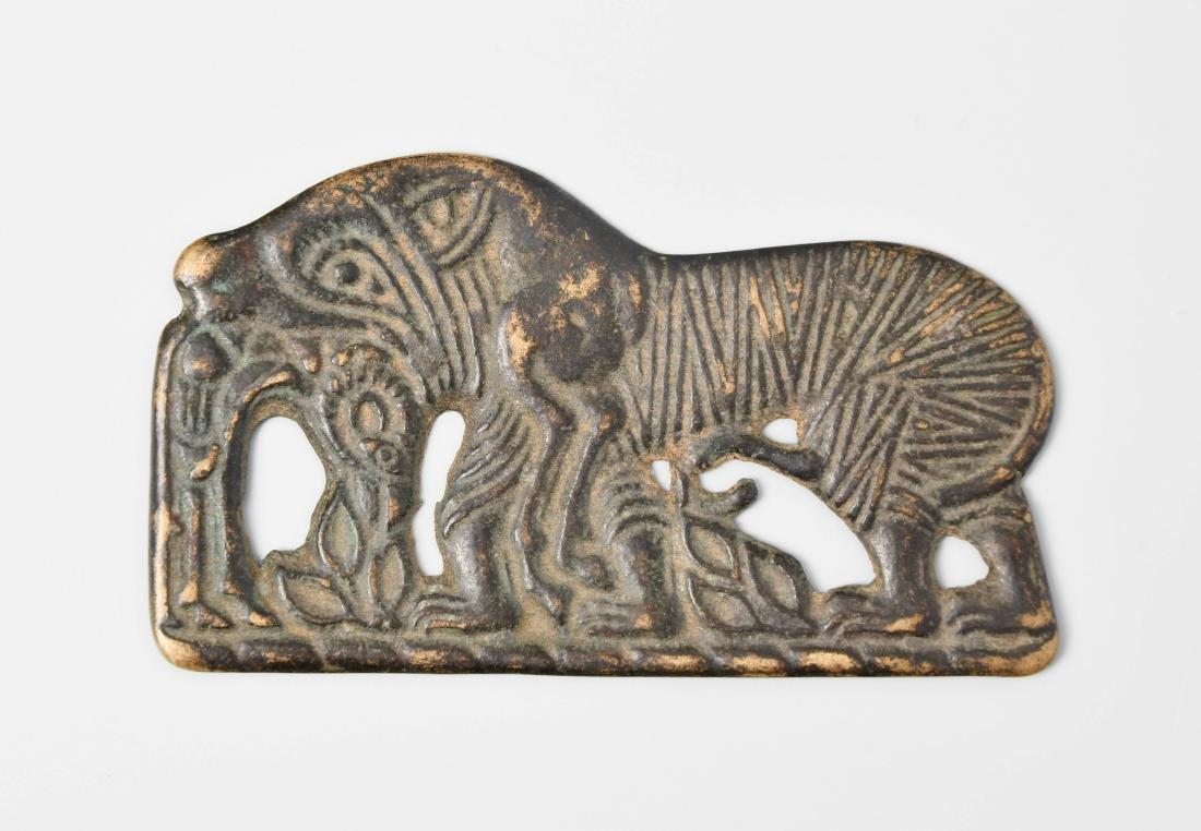 Zierplakette Ordos-Region, China, ca. 4.–1.Jh. v. Chr.