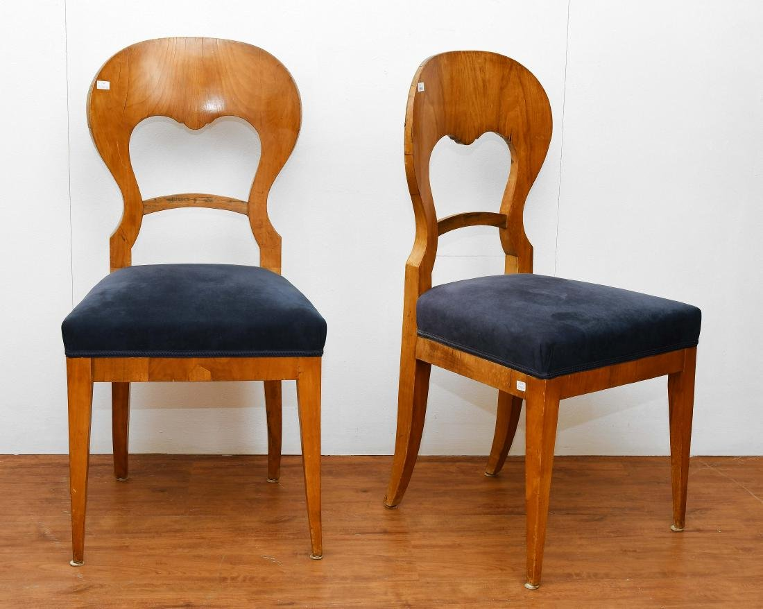 Satz von vier Stühlen Biedermeier ca. 1820. Nussbaum.