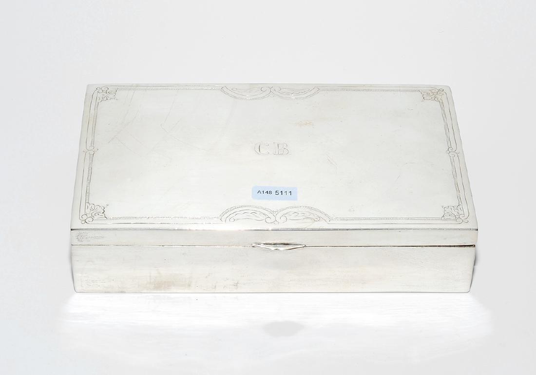 Zigarettendose Um 1900. Silber, innen Holzeinlage.