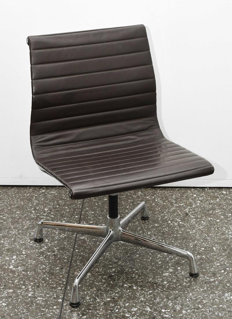 Eames, Charles und Ray Aluminium Chair EA101, Entwurf