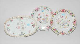 Lot: 1 Paar Teller und eine kleine Platte China, spätes