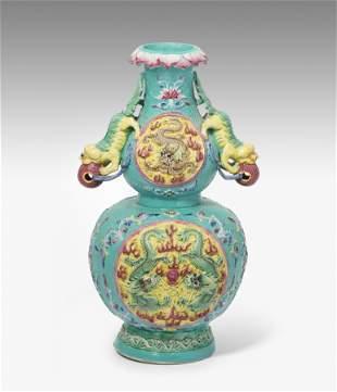Reliefierte Vase