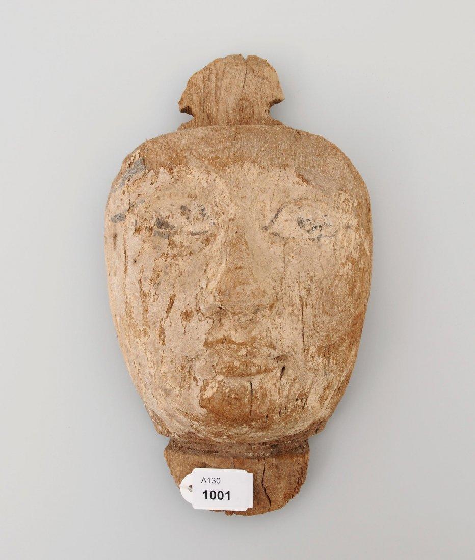 Mumienmaske Ägypten, Spätzeit. Holz mit Resten von